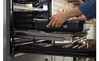 SatinGlide™ Roll-Out Extension Rack for Smart Oven+ Attachments (upper oven)