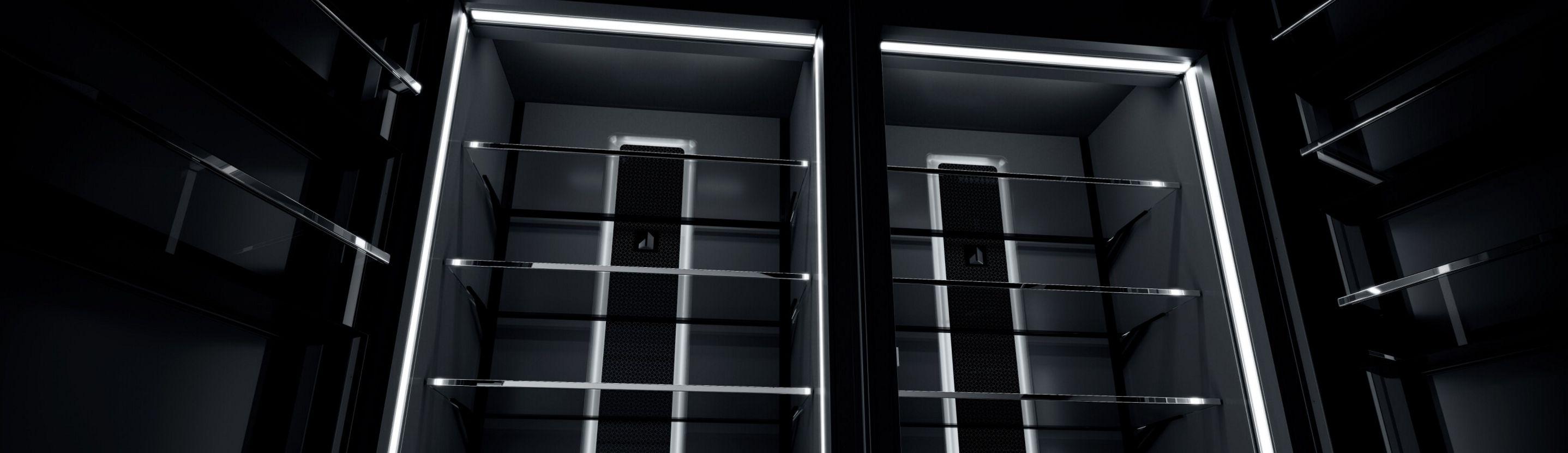 A pair of open columns.