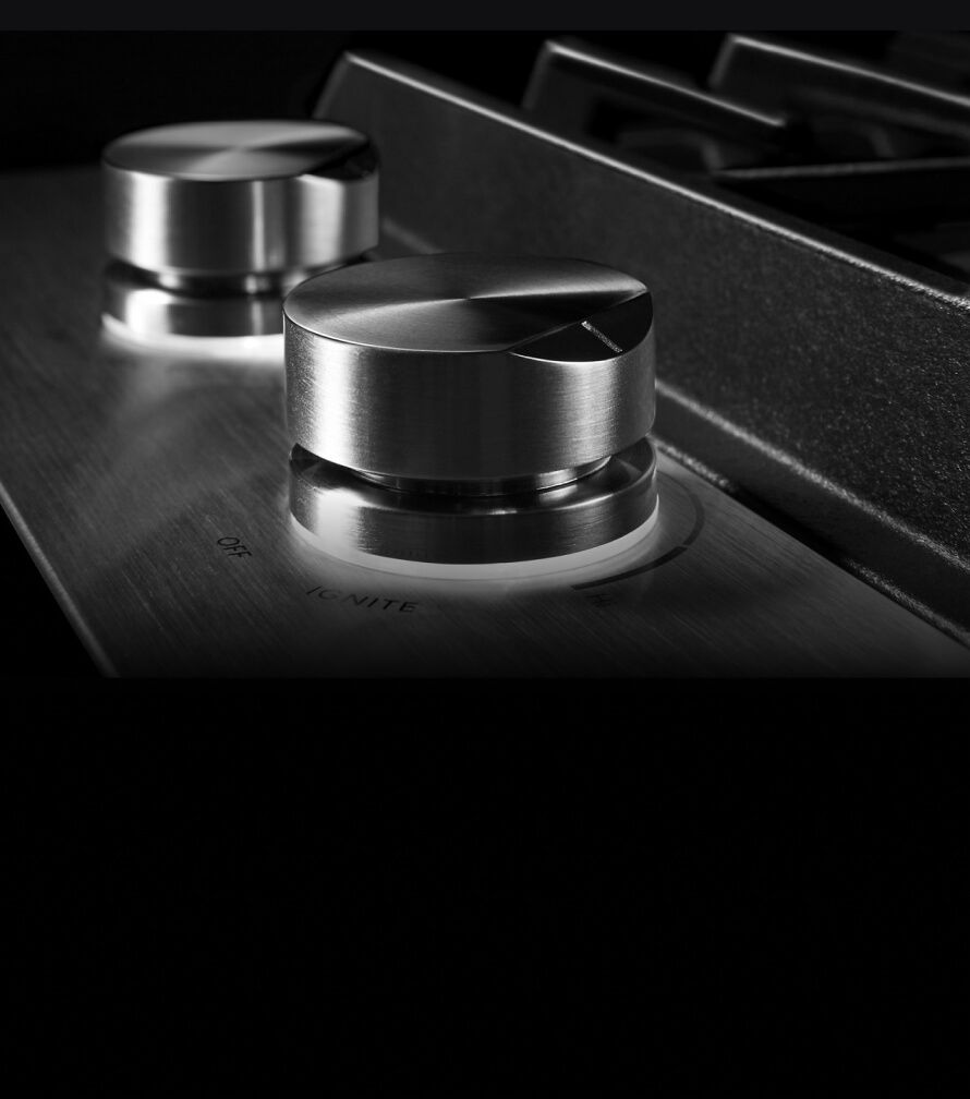The dual lit halo-effect knobs.