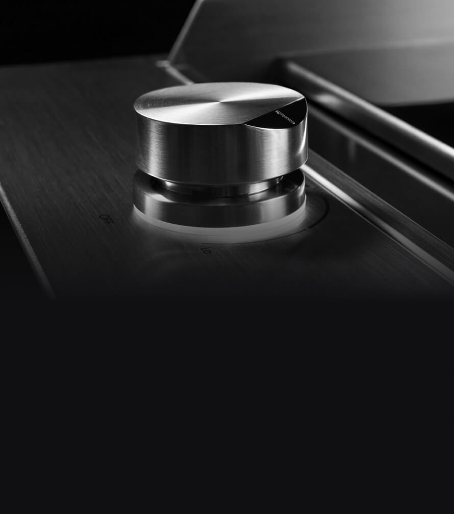 The lit Halo-Effect Knob on the Chrome-Infused Griddle.