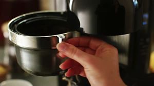 KCM1204_12CupCoffeeMaker_HowTo_Troubleshooting