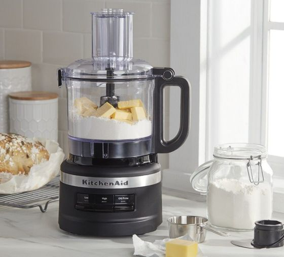 Food processor with dry ingredients and cubed butter for pie crust