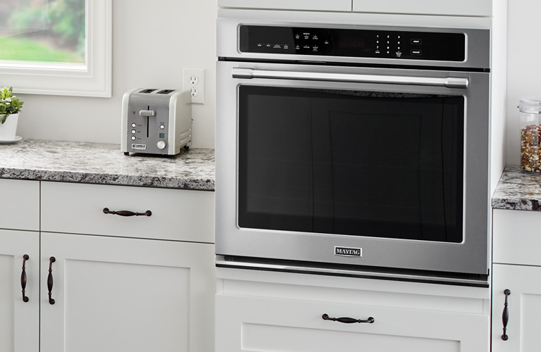 Whirlpool Built-In Single Oven In Modern Kitchen