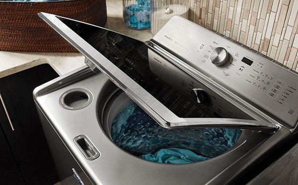 ¿Por qué algunas lavadoras requieren detergente HE?