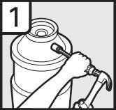1. À l'aide d'un marteau et d'un tournevis, enfoncez le bouchon d'obturation dans le broyeur à déchets.