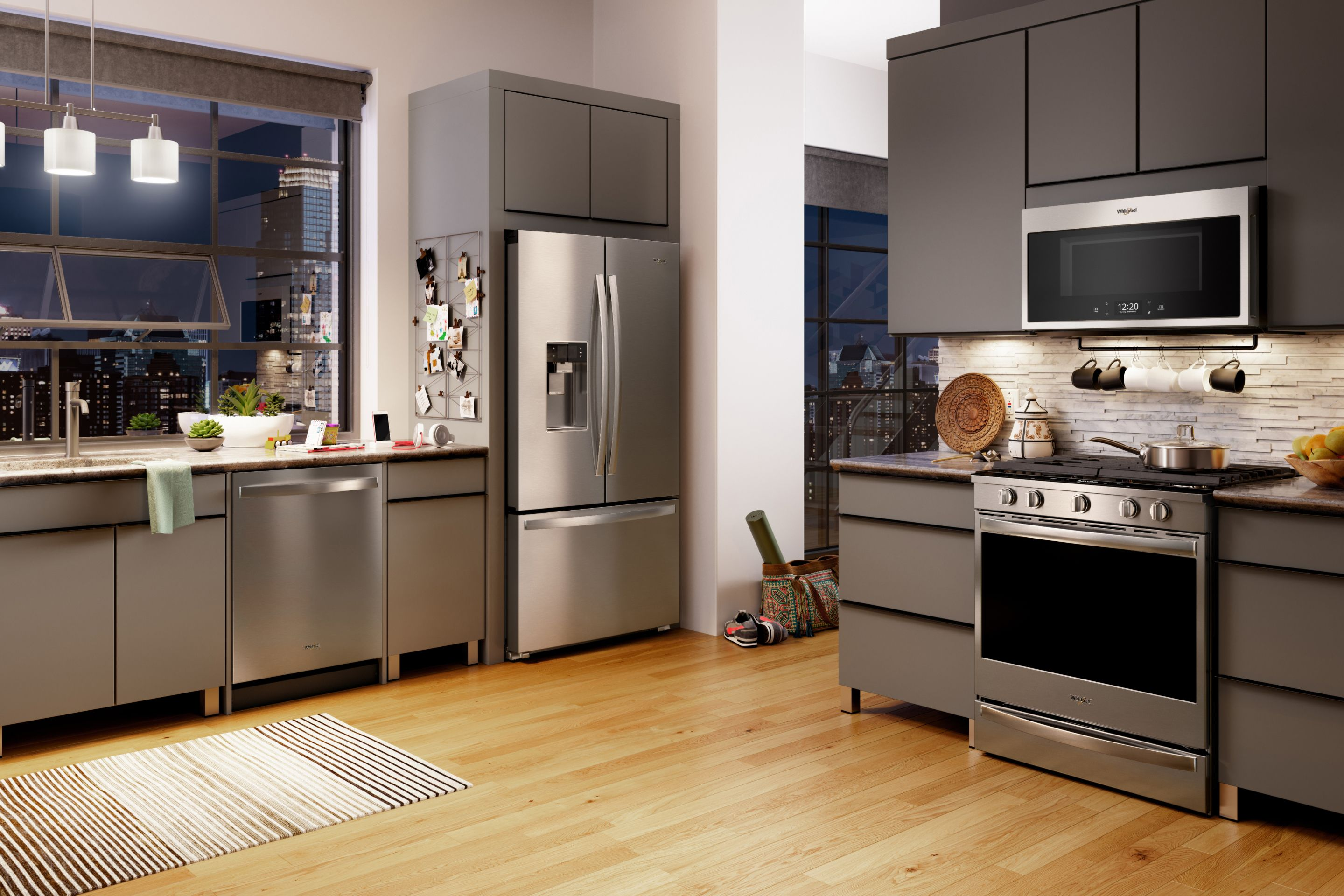 Fingerprint-resistant stainless steel appliance finishes keep your kitchen easy to clean.