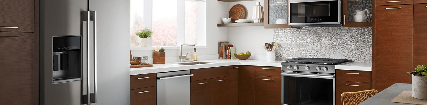 A kitchen featuring cooking and refrigeration appliances