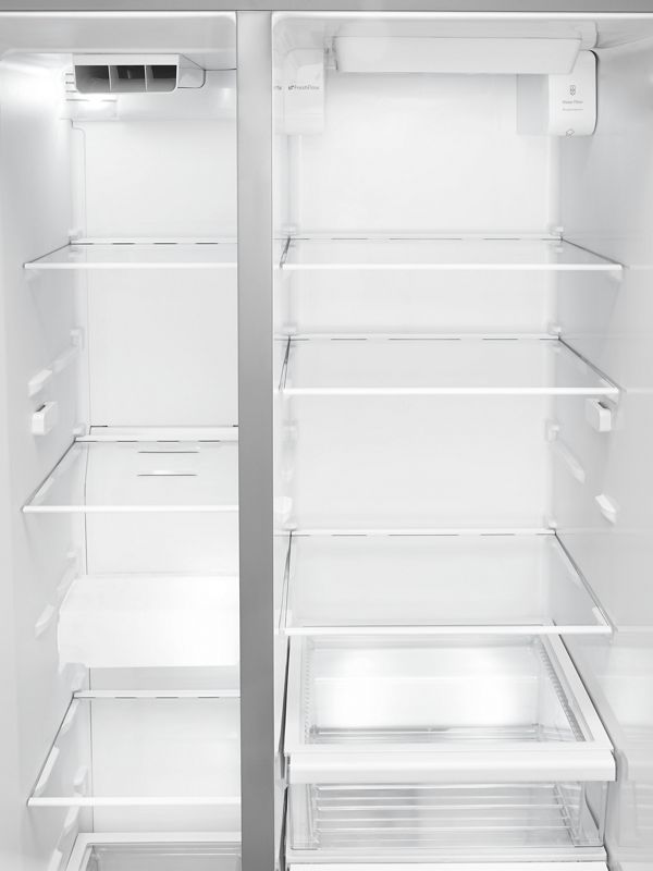 How to clean a refrigerator?